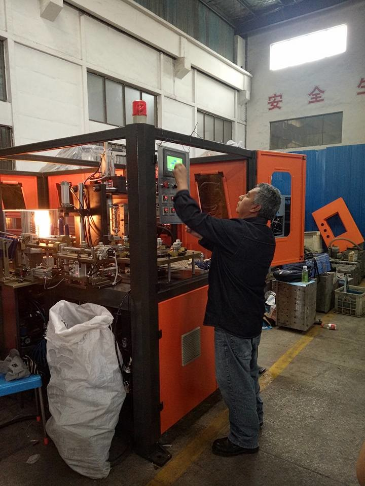 Easy Installation Bottle Blow Molding Machine Saves Power More Than 50%